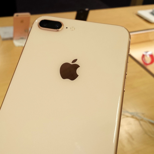 iphone-8-plus-gold-new-colour-review-apple-store-japan-dual-camera-back-glass-price