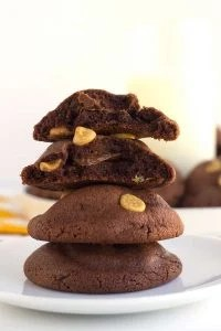 Peanut Butter Chocolate Pudding Cookies - peanut butter chocolate pudding cookies studded with peanut butter chips and stuffed with milk chocolate! These cookies can't get any better especially if you're a chocolate peanut butter lover!