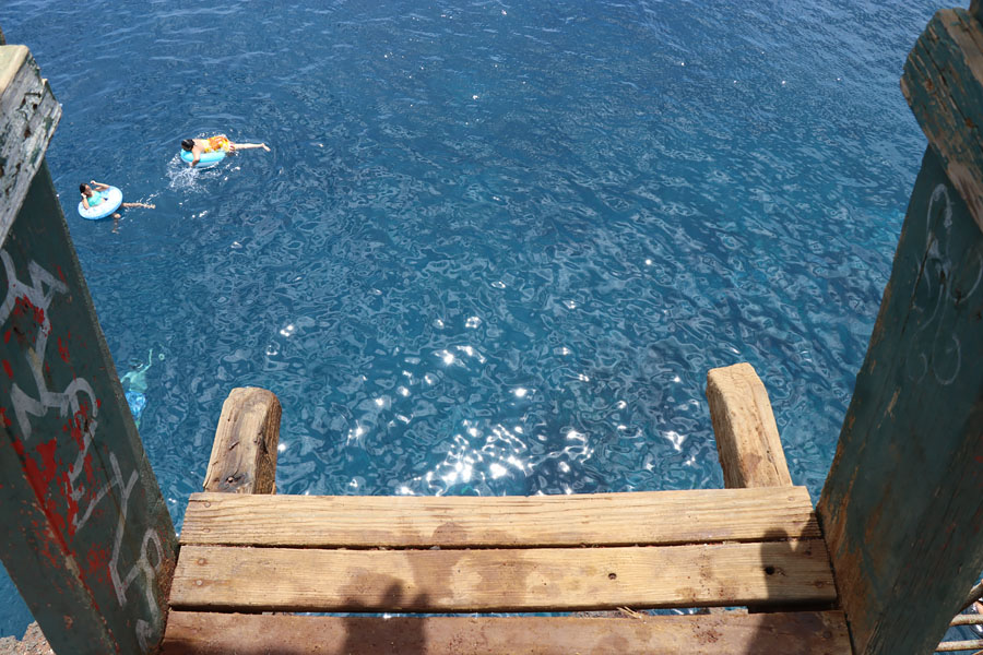 Things to do on the Big Island of Hawaii | Cliff jumping at South Point