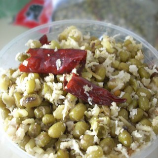 Payar Thoran – Kerala-Style Green Gram Thoran Recipe