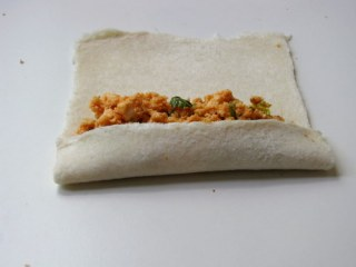 bread paneer rolls, how to make bread paneer rolls recipe