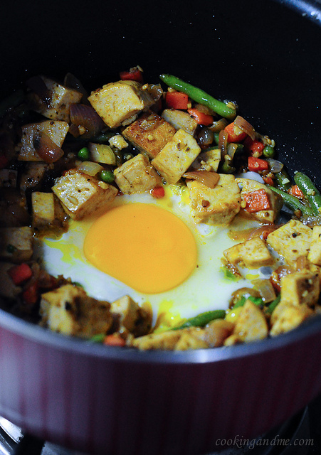 Stir-fried tofu with vegetables and egg