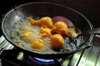 Aloo Bonda-Potato Bonda-A Quick Snack South Indian Style