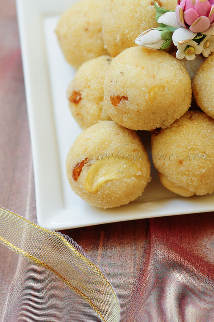 Rava Ladoo-Rava Laddu Recipe-Diwali Sweets Recipe