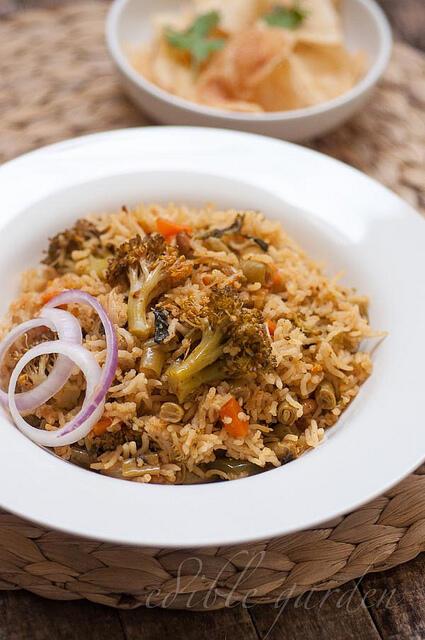 Easy vegetable biryani recipe rice cooker method edible garden easy vegetable biryani recipe pressure cooker rice cooker method forumfinder Images