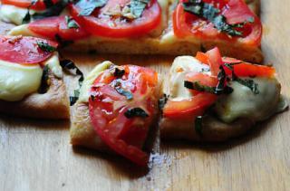 focaccia caprese-how to make focaccia bread-14