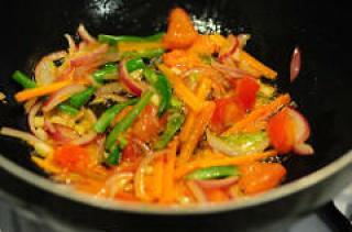 Pad thai vegetarian pad thai noodles recipe step by step edible pad thai vegetarian pad thai noodles recipe 4 forumfinder Gallery