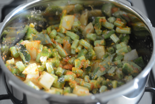 aloo beans recipe, how to make pressure cooker aloo beans (opos recipe)