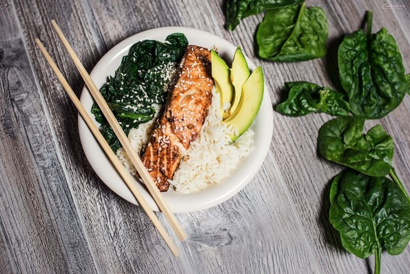 Lachs Asia Style mit Avocade & Spinat