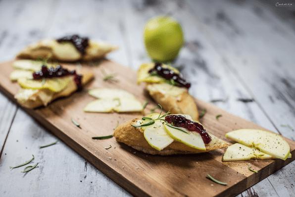Gegrilltes Käsesandwich mit Preiselbeeren & Äpfeln