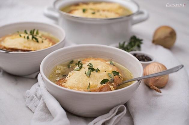 Zwiebel Suppe mit Prosecco und Käsecrostini
