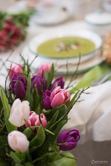 Frühlingskräutersuppe mit Radieschen