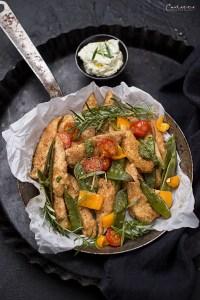 Knusper-Hendl vom Blech mit Gemüse