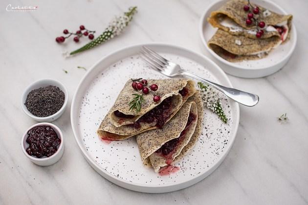 Mohn-Pfannkuchen mit Bio Preiselbeer Marmelade