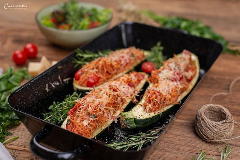 gefüllte Zucchini mit Nudeln
