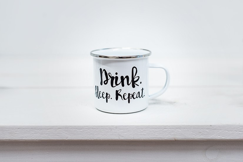 Emaille mit Print: Drink Sleep Repeat