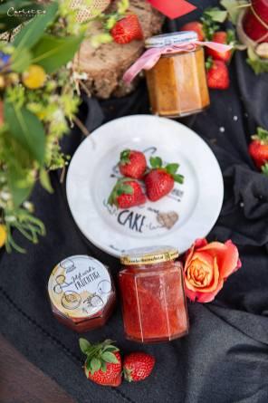 Kuchen im Glas und Marmelade