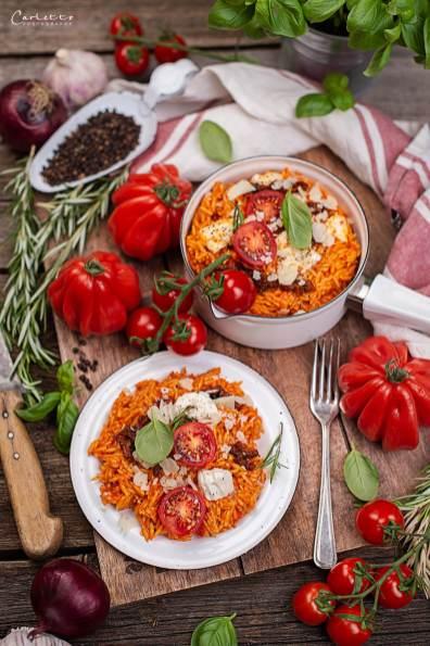 Nudel Risotto mit Tomaten und Mozzarella.