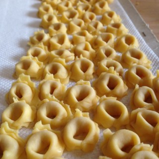 Cooking Classes at your Holiday Home: I TORTELLINI EMILIANI, Recipe and Video