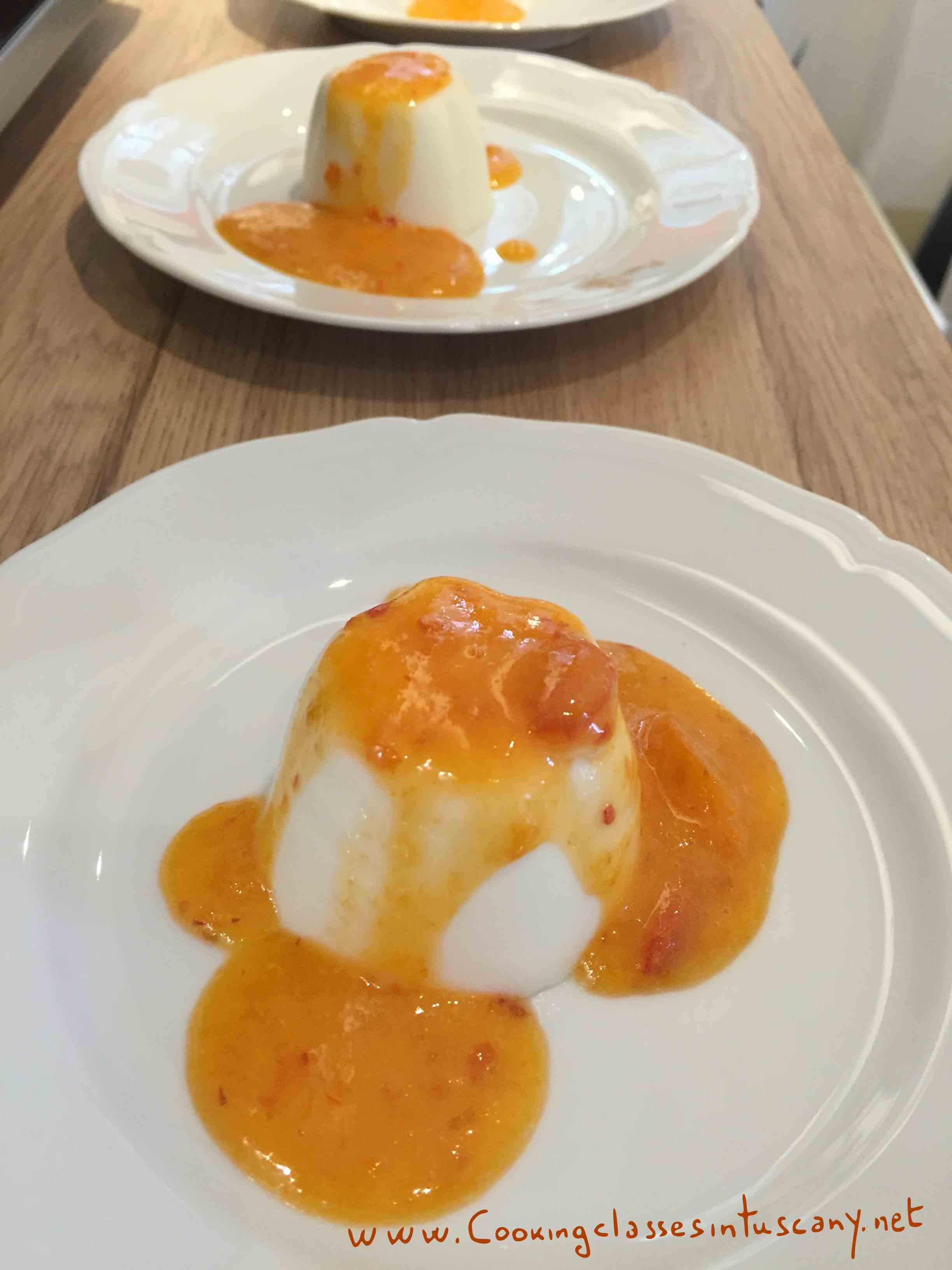 panna cotta and apricots sauce