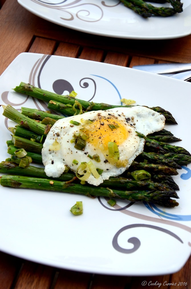 Fried Eggs Over Roasted Asparagus and Green Gaarlic Herb Sauce - A Spring Brunch Recipe - www.cookingcurries.com (3)