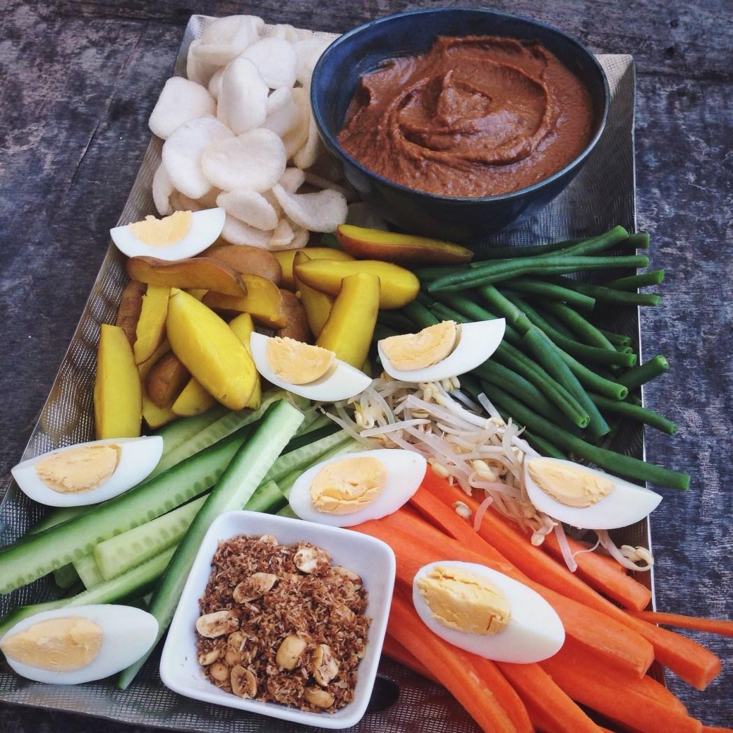 Gado gado met pindasaus dip, by Cookingdom