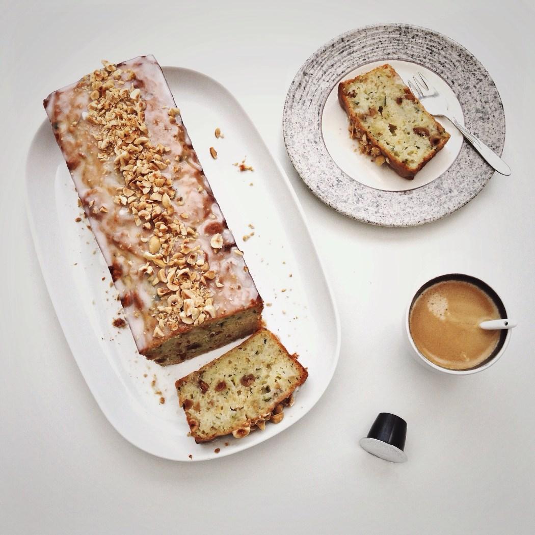 Courgette cake met yoghurt en hazelnoten, By Cookingdom