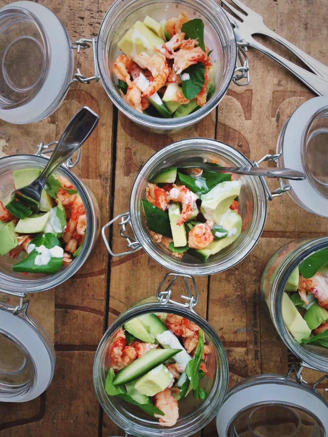Salade met rivierkreeftjes en avocado