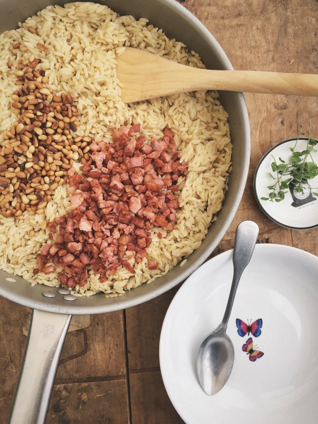 Riso met pijnboompitten en spekjes