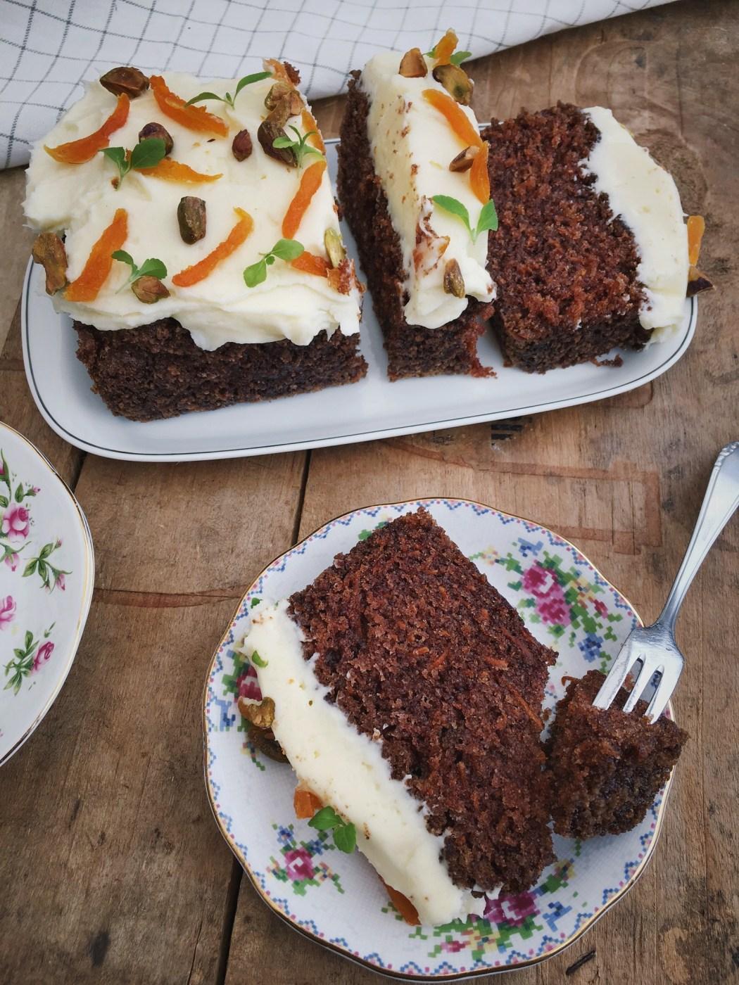 Worteltaart of carrot cake is een taart waarbij wortelen worden vermengd in het beslag. De wortelen worden zacht gedurende het bakproces, en de taart heeft gewoonlijk een zachte, dichte textuur.