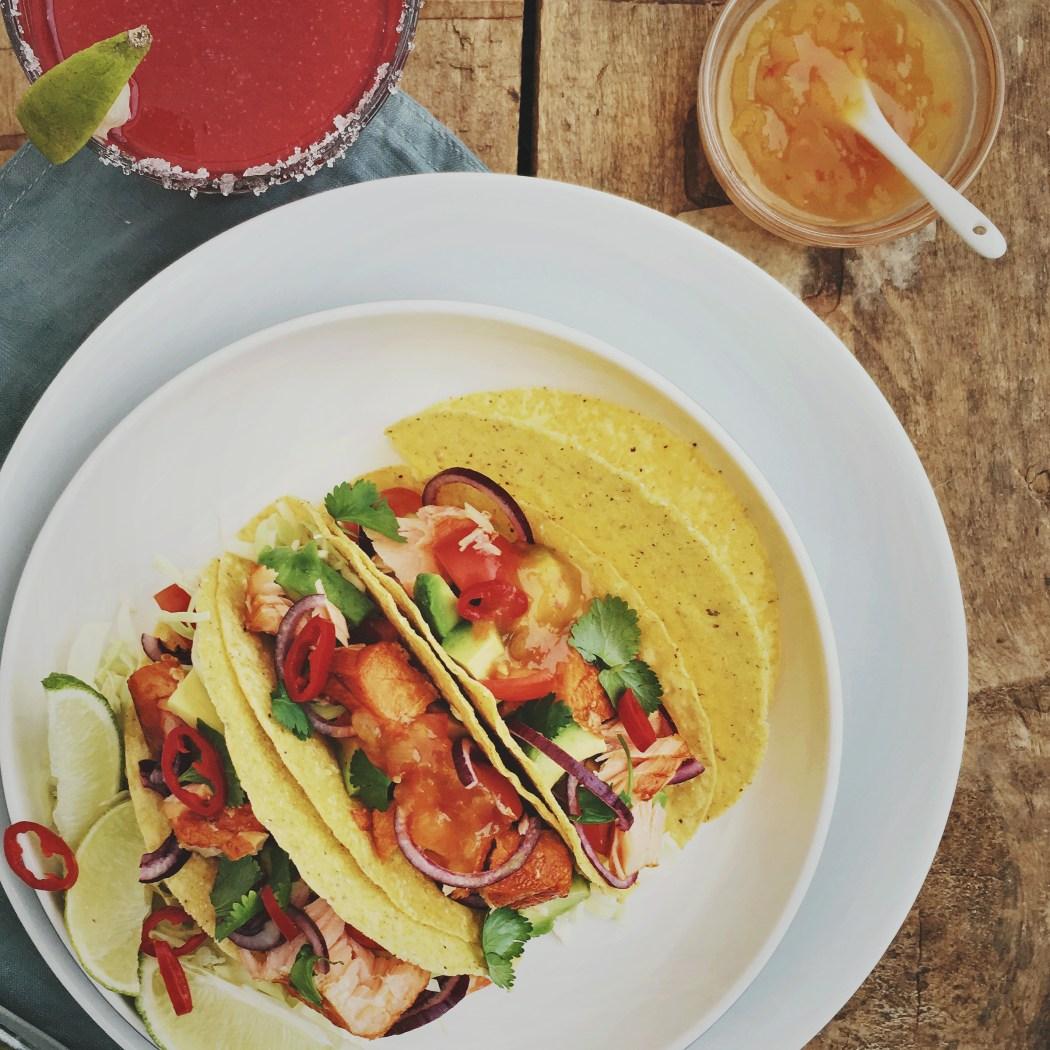taco's met warmgerookte zalm en mango papaya salsa
