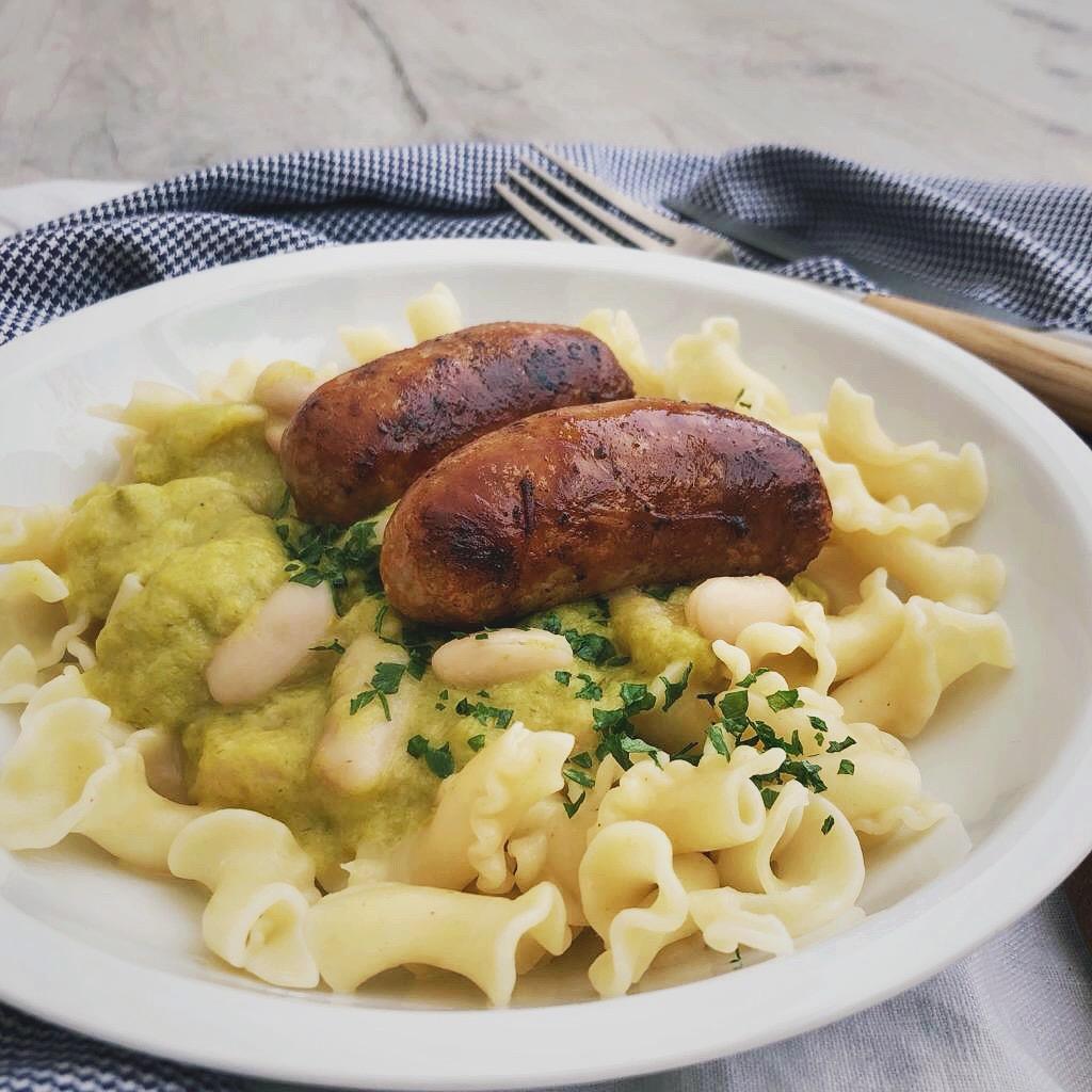 Pasta met romige preisaus en worstjes