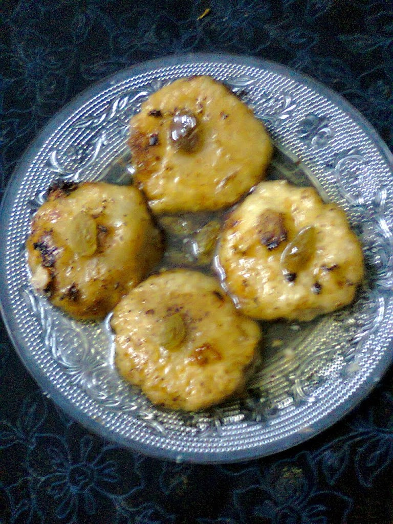 Gokul pitha winter dessert bengali sweet gokul pitha traditionally this sweet is made by khoya and sugar but sometimes coconut is mixed with sugar now i am making the sweet by khoya and sugar forumfinder Gallery