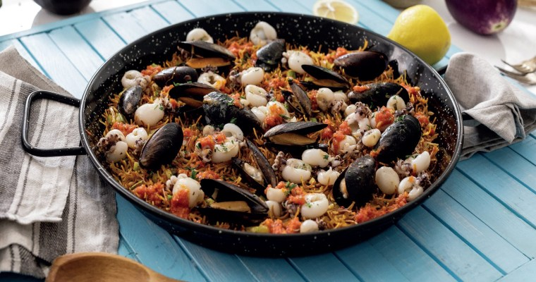 Spanish noodles with seafood