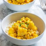 All I need is a big ol' bowl of this hot slow cooker chickpeas and potato curry.This is great on a rainy day, or a breezy fall or winter night.Perrrfection!