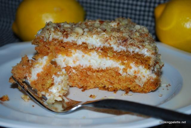 Пирог морковный со сметаной