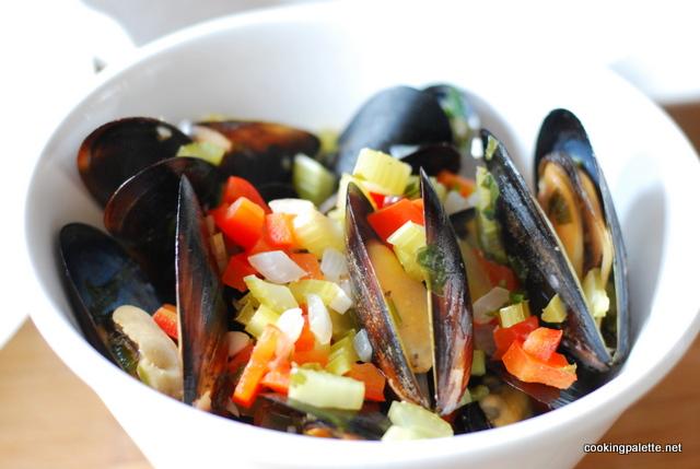mussles, calimari, shrimp wine sauce  (11)