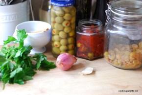 olive sun dried tomato salsa (1)