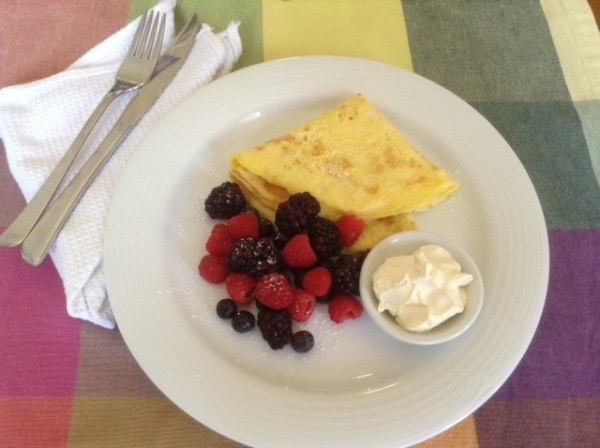 EggPancakeWithBerries