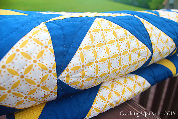 Oomph Quilt close up FMQ