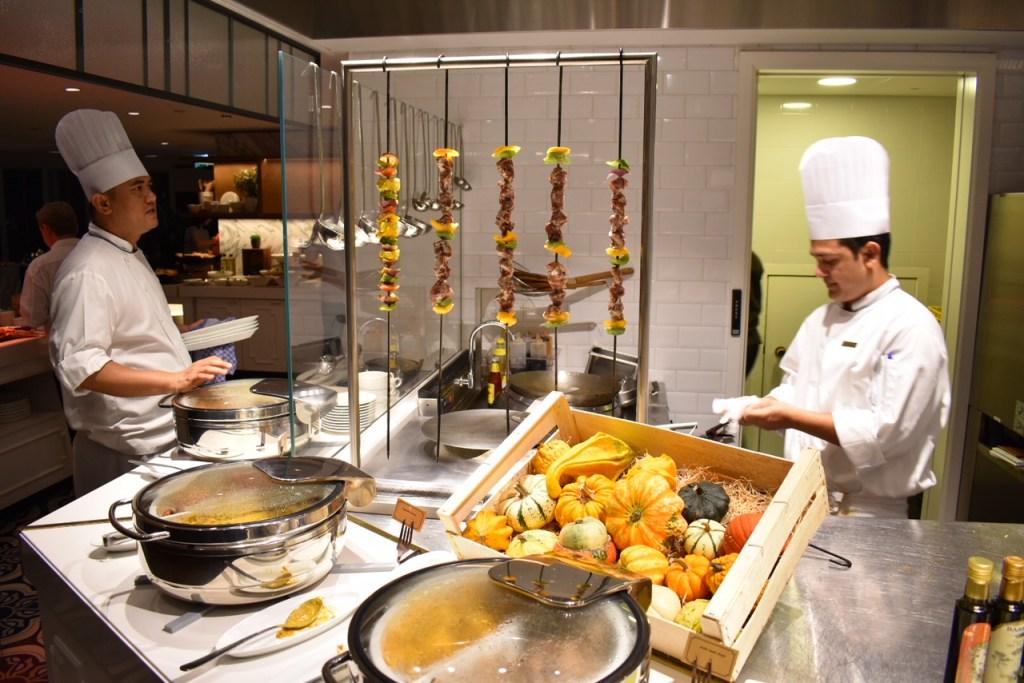 Al Dawaar, Revolving Restaurant