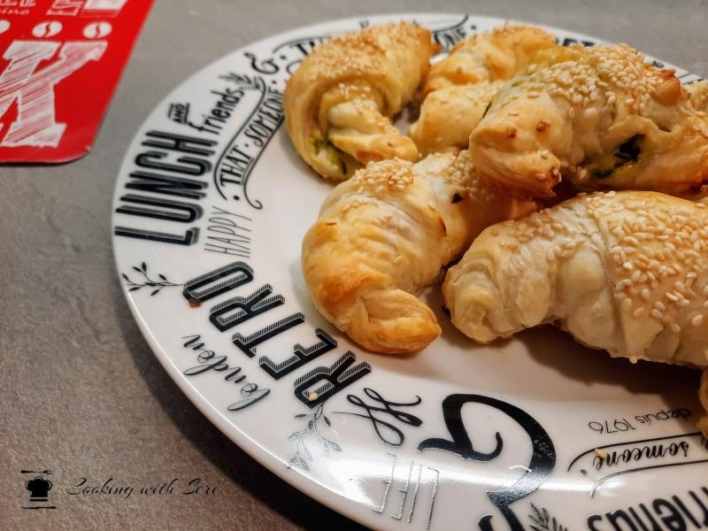 cornetti di pasta sfoglia con zucchine e prosciutto cotto