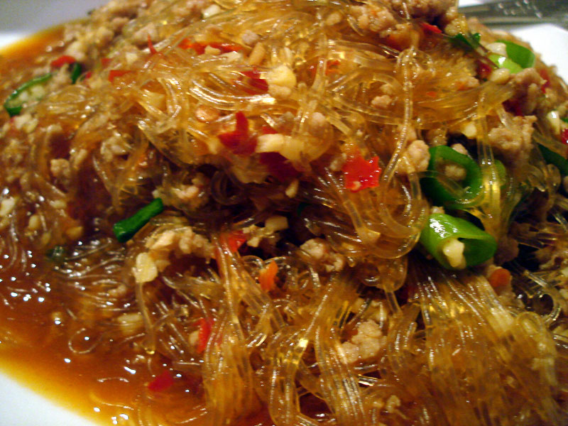 Cellophane noodles with minced pork Cooking with chillies