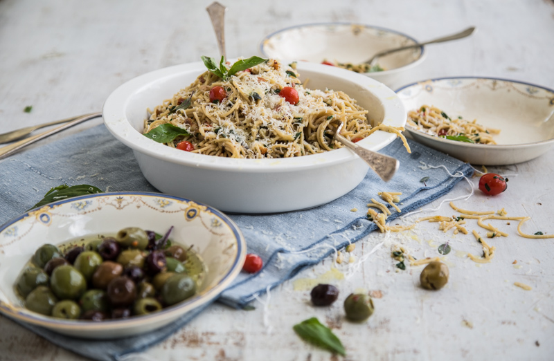 Wholemeal Spaghetti Salad With Garlic Crumbs - Cook Republic