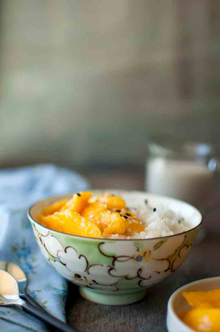 Green bowl with sticky rice with mangoes