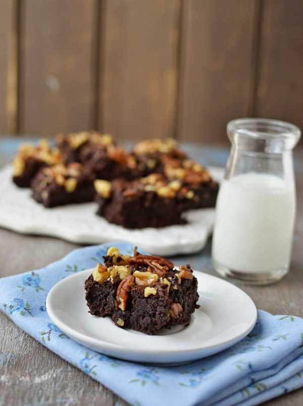 Eggless Fudge Brownies with Nuts