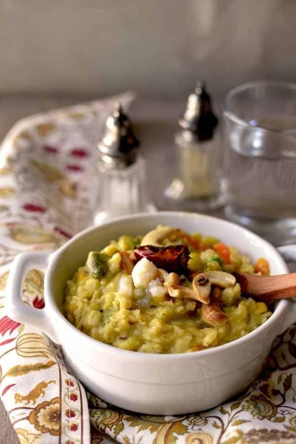 Oats Khichdi (Oats-Lentil Porridge)