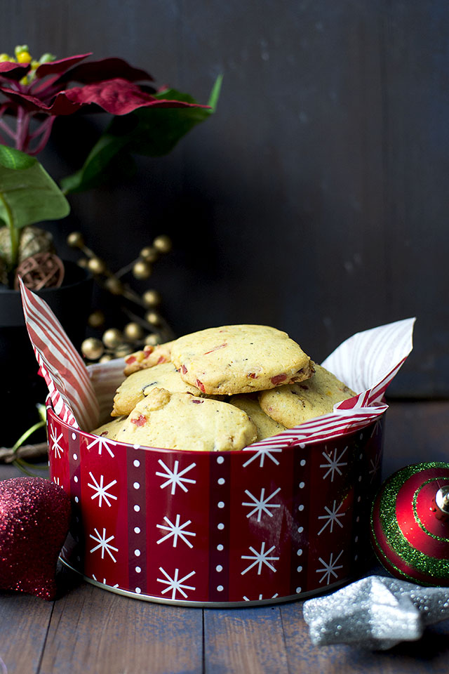 Eggless Cookies with Tutti Fruity