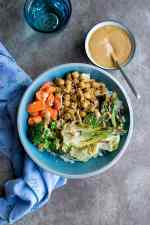 Vegan Buddha Bowl with Sriracha Sauce