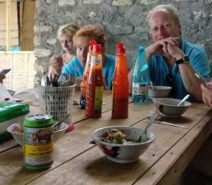 """Leckere """"Bakso Mie Ayam""""-Suppe und ein Dach über dem Kopf ..."""